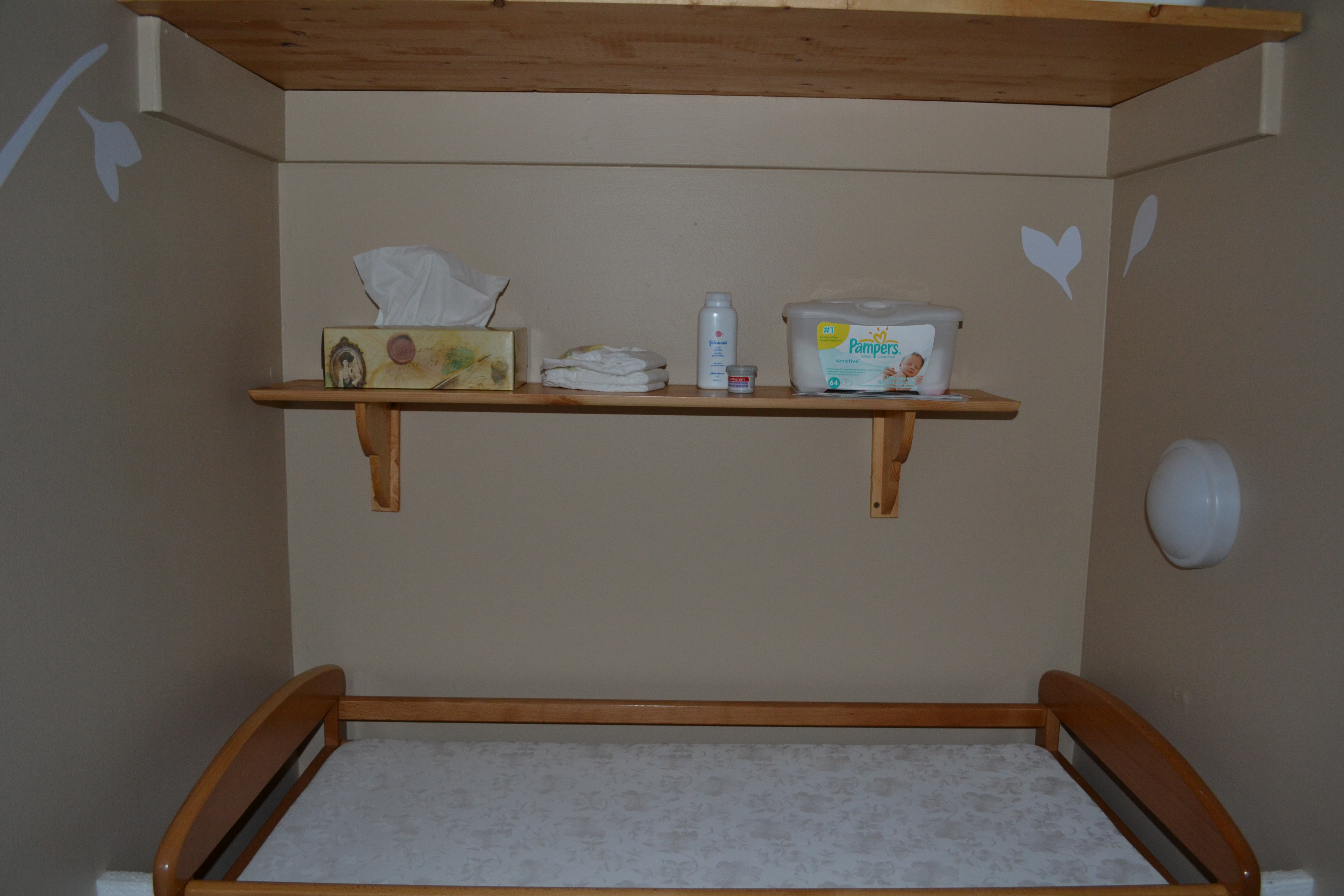 Our nursery montessori inspired chez les paschkowiak for Chambre montessori
